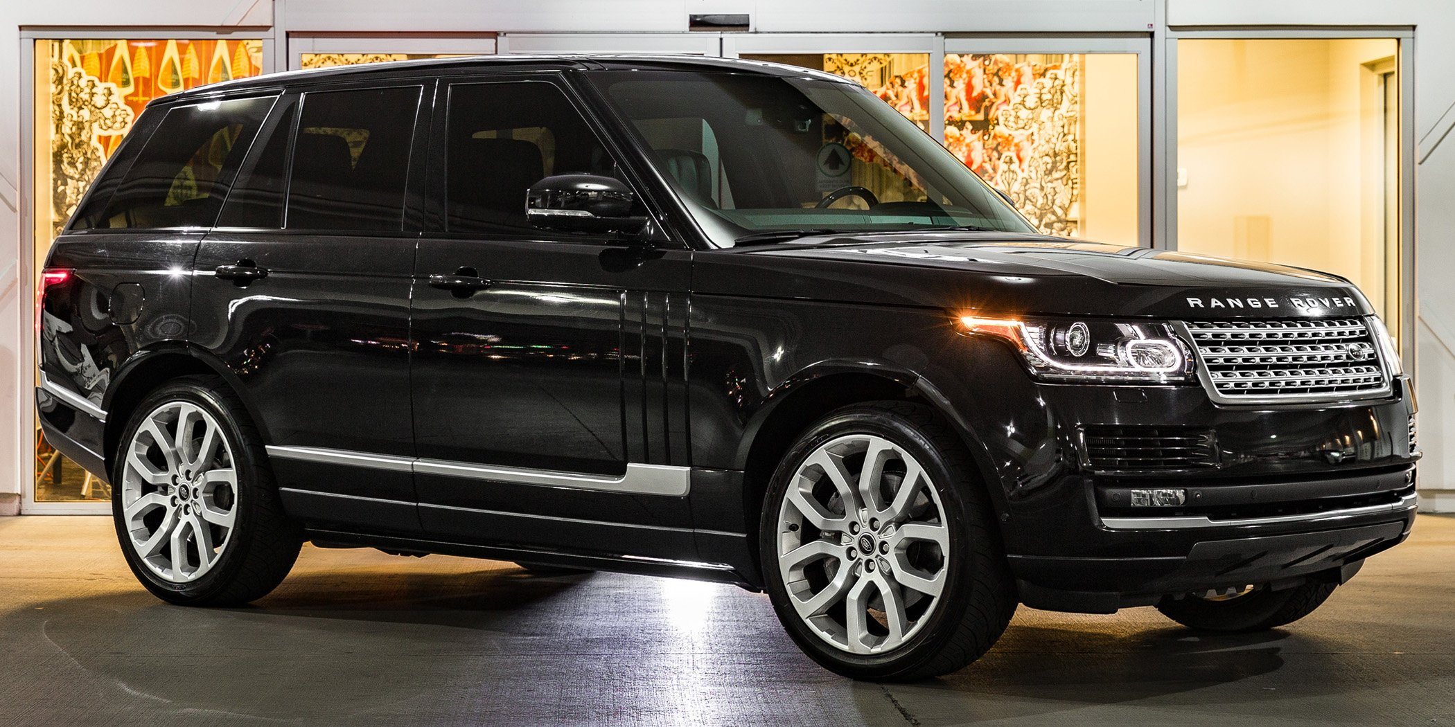 black Range Rover Supercharged